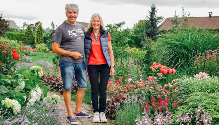 Pasakaini skaists dārzs visos gadalaikos. Ciemos pie Smilšarāju ģimenes Mārupē