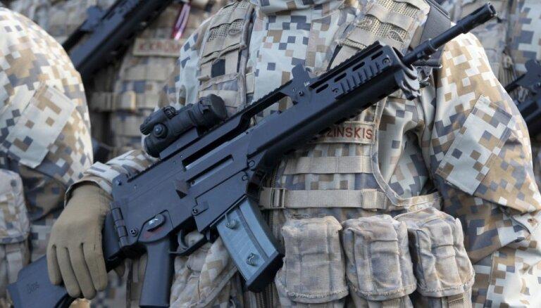 Исследование: каждый третий готов защищать Латвию с оружием в руках, 55% обещают помогать армии