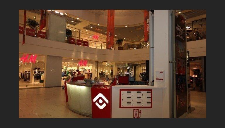 Tirdzniecības centros investē 800 tūkstošus eiro telefonu uzlādes punktos un citās 'ekstrās'