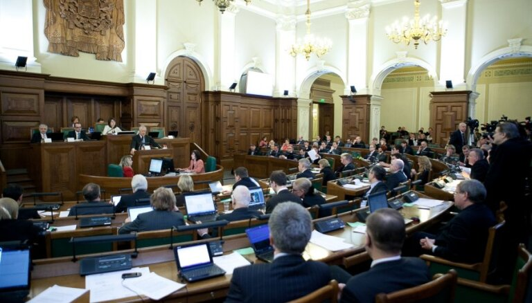 Kompensācijās jūnijā Saeimas deputāti saņēmuši gandrīz 16 000 latu