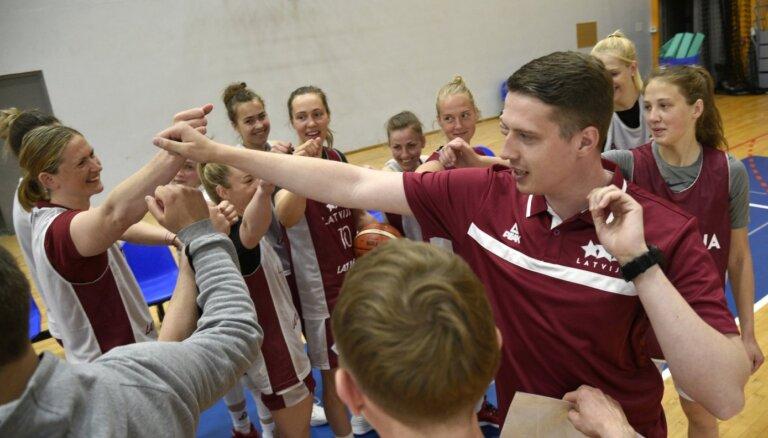 Latvijas sieviešu basketbola izlasei nevarēs palīdzēt Digna Strautmane un Aleksa Gulbe