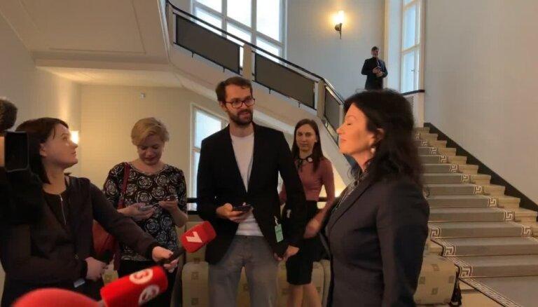 Petraviča neplāno atkāpties no amata