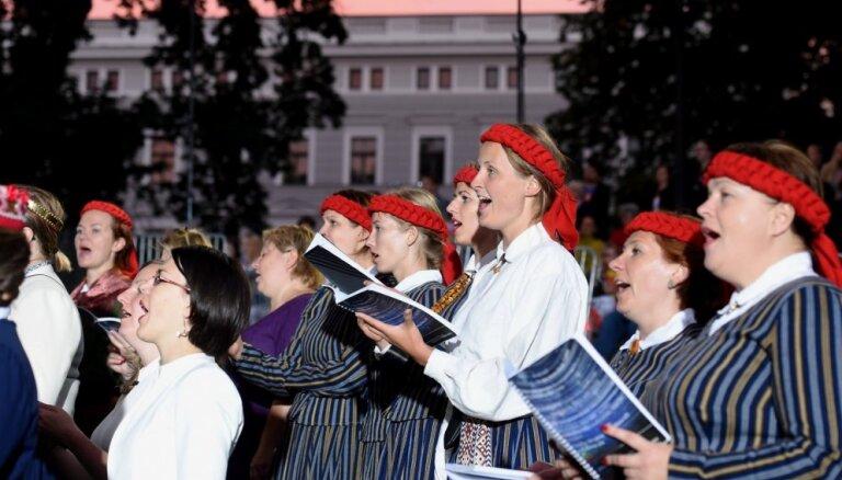 Foto: Bastejkalnu ar koru klasiku pieskandina Dziesmu un deju svētku ieskaņas koncerts