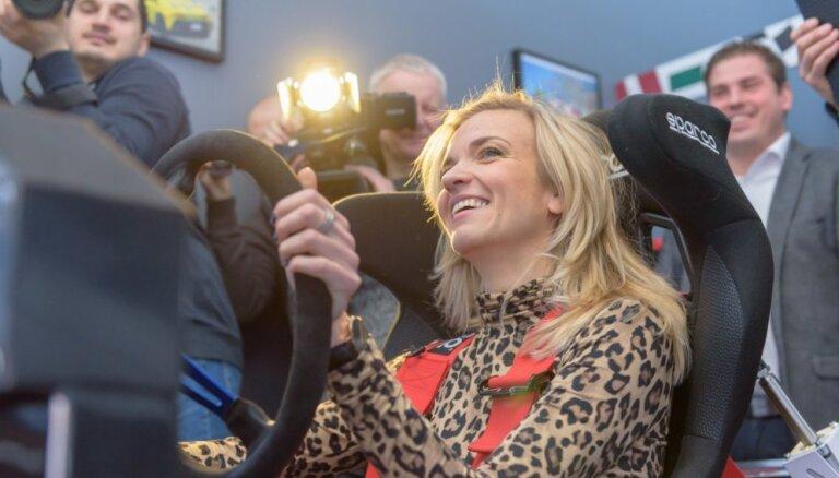 Video: Legante un Nitišs auto simulatorā iekļūst avārijā, lietojot telefonu pie stūres