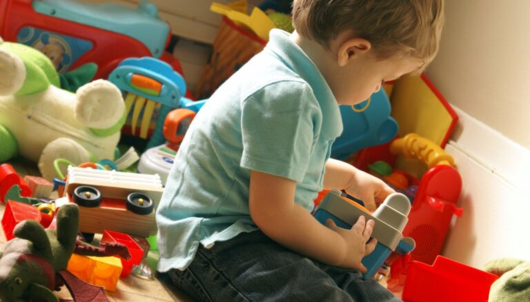 Septiņas stratēģijas cīņā par kārtības ieviešanu rotaļlietu plauktā un bērnistabā
