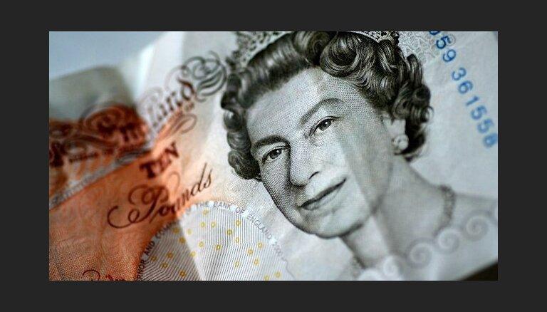 В Британии бумажные фунты заменят на пластиковые банкноты