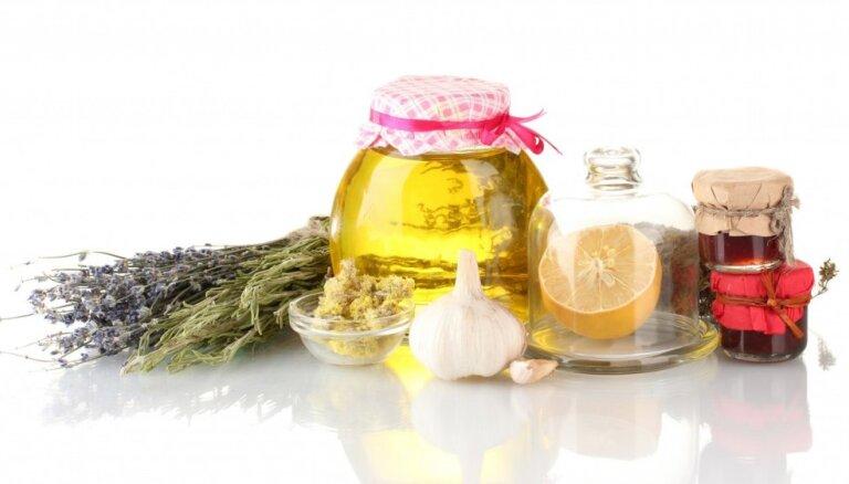 Piecas ārstniecisku degvīna uzlējumu receptes veselības stiprināšanai