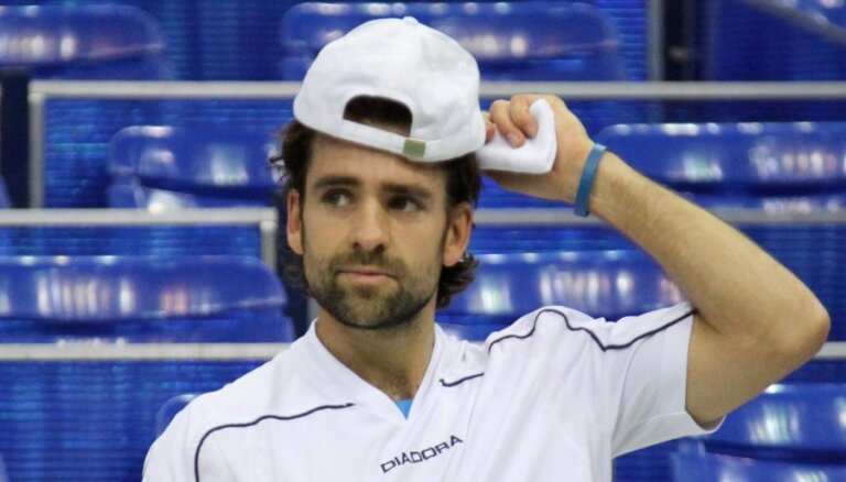 Nikolass Kīfers beidz tenisa karjeru