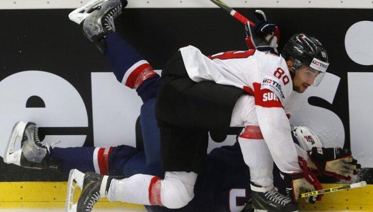 Video: ASV hokejisti atspēlējas un iekļūst PČ pusfinālā
