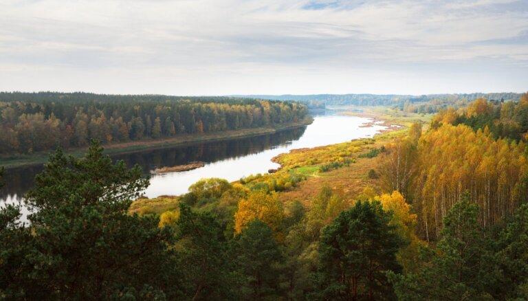 10 чудесных мест для осенних прогулок вдоль рек Латвии
