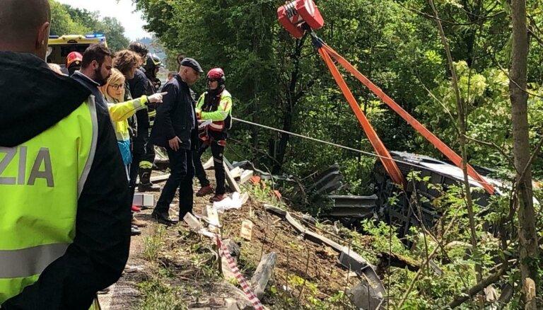 В Италии перевернулся автобус с русскоязычными туристами: погибла гид, есть пострадавшие