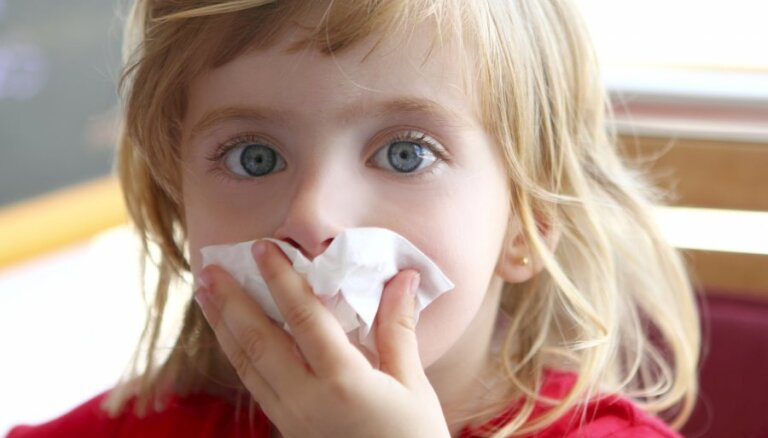 Bērnam neārstēts deguna blakusdobumu iekaisums un bojāti zobi – iespējamie pneimakoku infekcijas iemesli