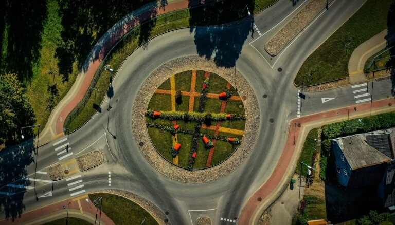 Интересные ФОТО: Круговые перекрестки Тукумса с высоты птичьего полета