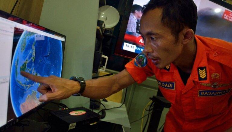 Поиски пропавшего самолета AirAsia прекращены до утра