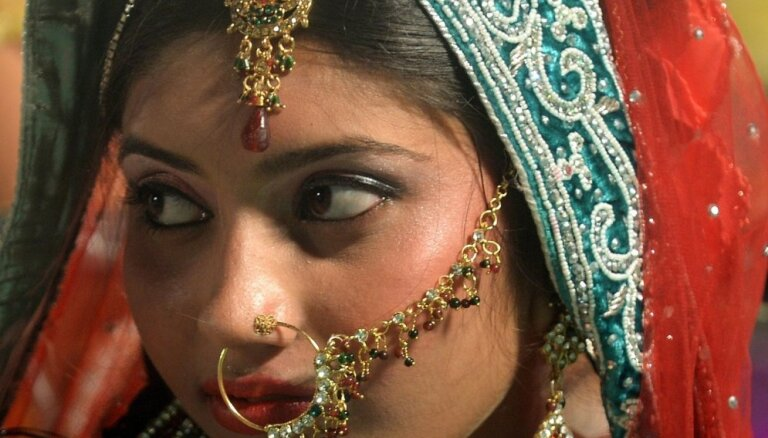Знакомство по фото и брачная ночь под присмотром: как девушек выдают замуж в мусульманских странах