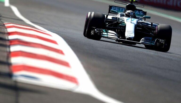 'Mercedes' piloti Botass un Hamiltons ātrākie Meksikas posma pirmajā treniņā