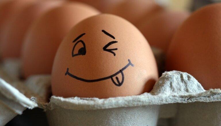 ВИДЕОХИТРОСТЬ. Как почистить яйцо за 10 секунд