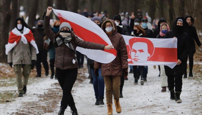 Protestos Baltkrievijā aizturēti vairāki desmiti cilvēku