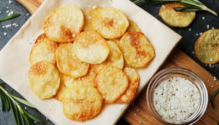 Хрустим и не грустим: как приготовить картофельные чипсы у себя на кухне