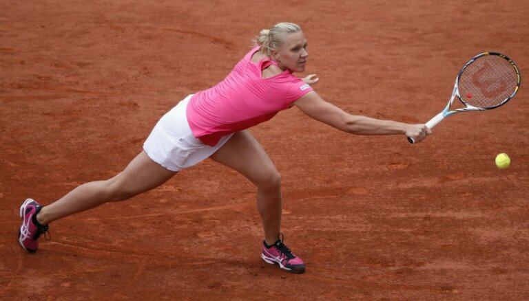 Igaunijas tenisiste Kanepi 'French Open' ceturtdaļfinālā zaudē Šarapovai