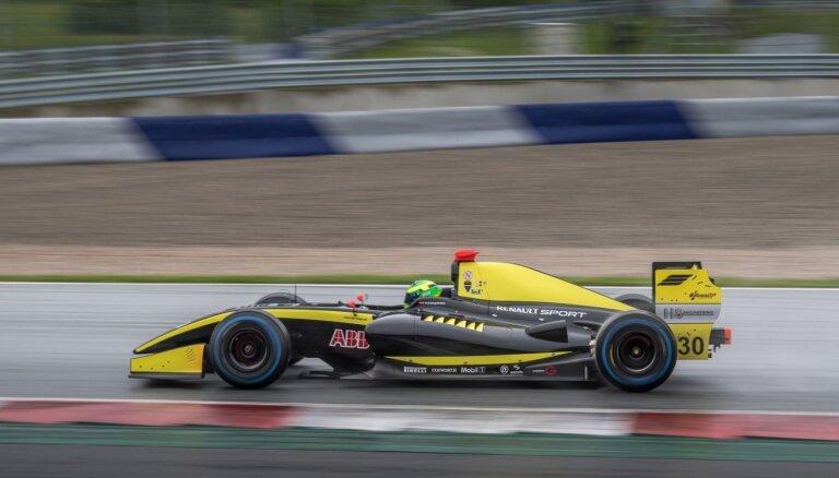 Haralds Šlēgelmilhs izcīna pirmo vietu debijas sacīkstēs BOSS GP