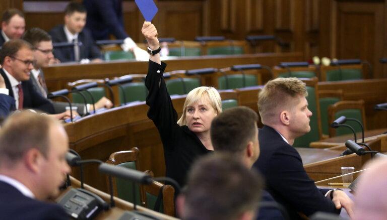 Депутатский мандат умершей Юты Стрике может перейти писательнице Мартуже