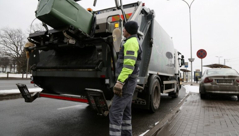 Рижская дума не видит основания продлевать чрезвычайную ситуацию, вывоз мусора пока не подорожает