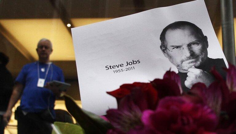 Мир скорбит о Стиве Джобсе, баптисты обещают пикет