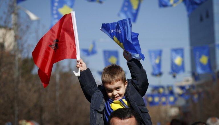 ES komisārs cer sākt sarunas ar Albāniju un Ziemeļmaķedoniju par iestāšanos blokā