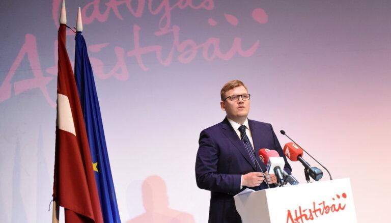 """Глава """"Развитию Латвии"""" Пуце: высказывания Пабрикса о легионерах не противоречат ценностям партии"""