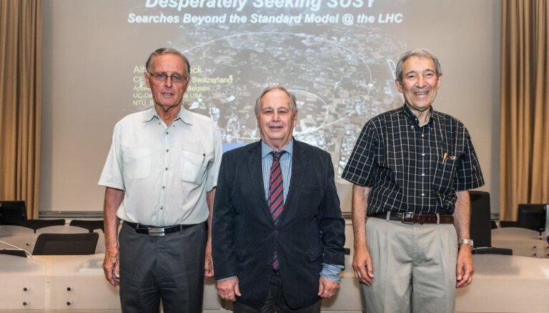 ASV, Itālijas un Nīderlandes pētnieku komanda saņem 3 miljonus dolāru par fundamentālās fizikas teoriju
