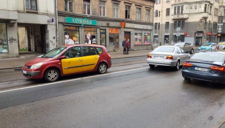 Вниманию водителей: на ближайший месяц ограничено движение по ул. Чака в Риге