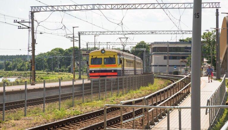Covid-19: SPKC brīdina vairāku autobusu un vilcienu pasažierus