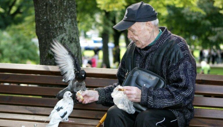 Уже в этом году индексируют пенсии до 200 латов