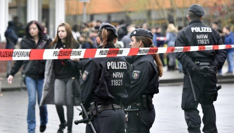В Германии минивэн въехал в толпу людей. Водитель покончил с собой