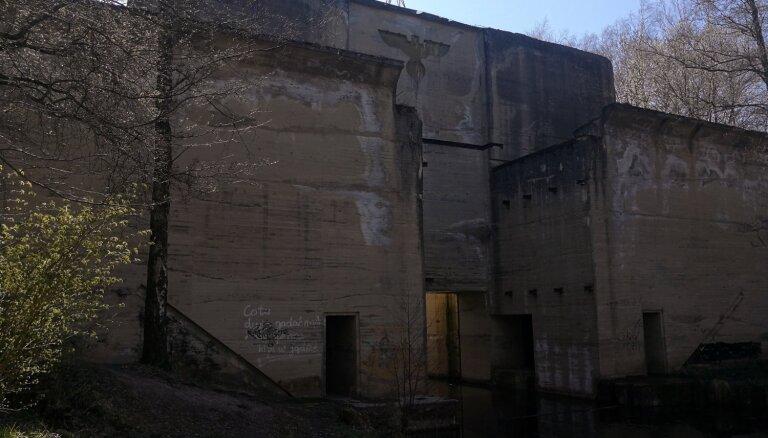 """Не только """"Волчье логово"""": гигантские шлюзы и база нацистов в 8 часах езды от Риги"""