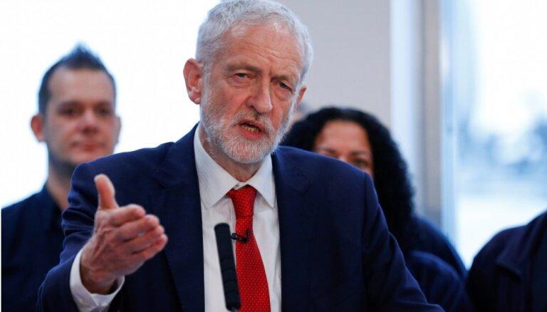 Korbins noraida aicinājumu atbalstīt 'Brexit' vienošanos, pieprasa vēlēšanas