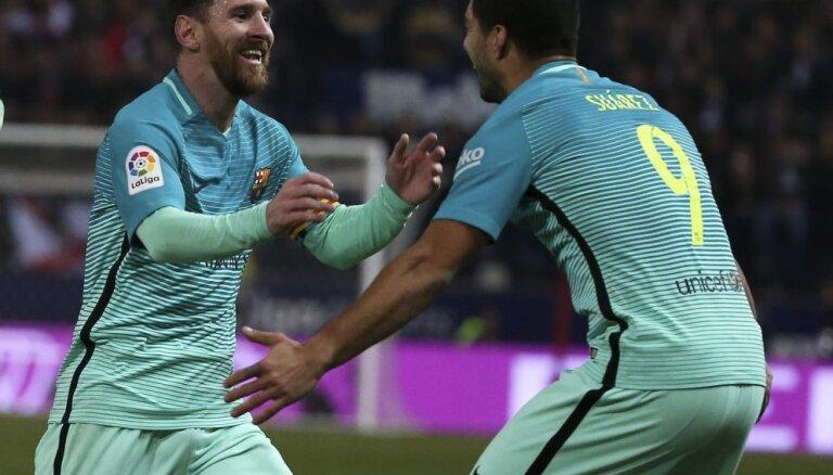 """ВИДЕО: Прекрасные голы Суареса и Месси обеспечили победу """"Барселоны"""" в Мадриде"""