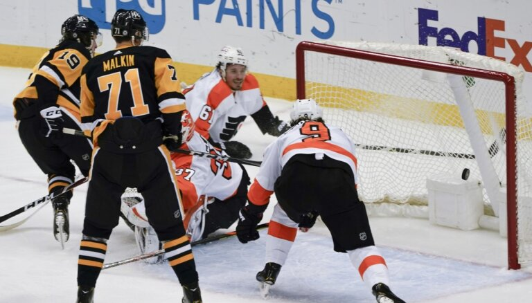 Bļugeram liels spēles laiks mazākumā, 'Penguins' izcīna uzvaru pret 'Flyers'