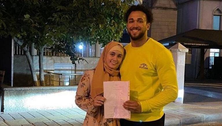 Принявшая ислам латвийская штангистка Ребека Коха вышла замуж