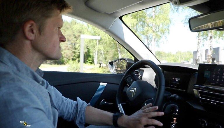 Video: Dāvids Ernštreits izmēģina elektrisko 'Citroën ë-C4'