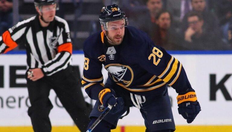 Girgensons savu sesto NHL sezonu noslēdz ar gūtiem vārtiem un pārliecinošu uzvaru