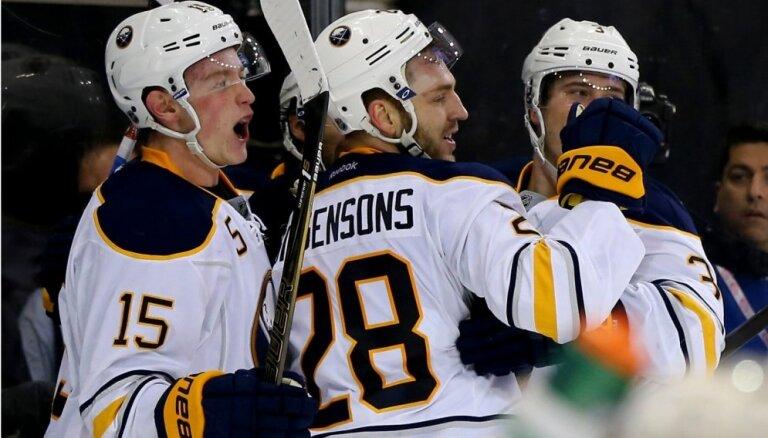 Girgensona pārstāvētā 'Sabres' komanda pret spēcīgo 'Penguins' pārtrauc zaudējumu sēriju