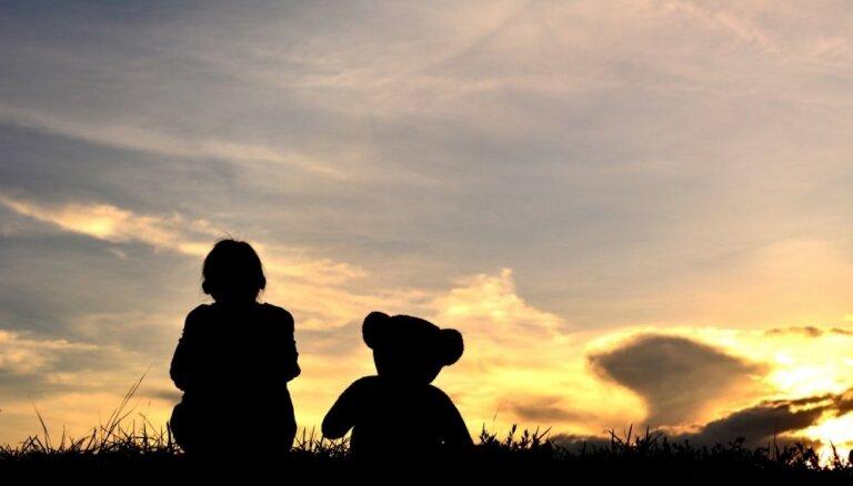 Izveidota īsfilma, kurā atklāja bērnu paliatīvās aprūpēs būtību