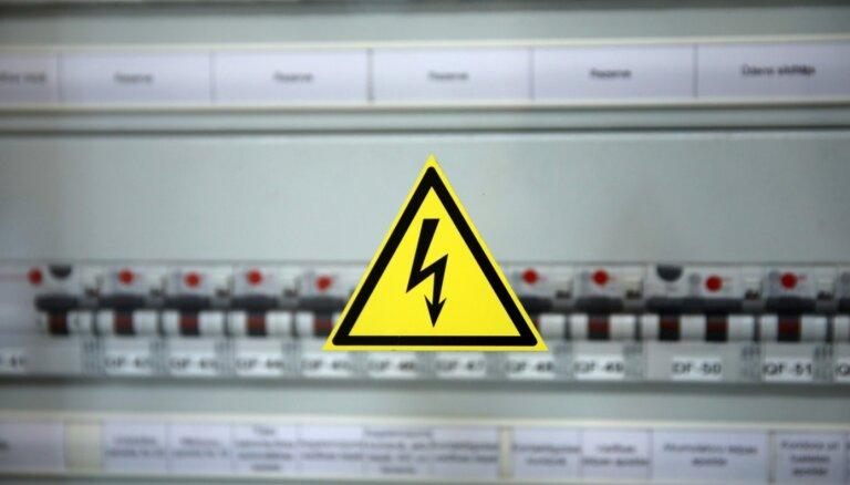 Утром в пятницу около 10 000 потребителей по всей Латвии остались без света