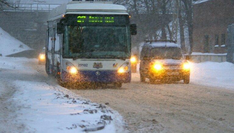 Автобусы и троллейбусы в Риге опаздывают на 5-12 минут
