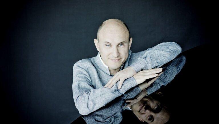 'Sinfonietta Rīga' sezonu noslēgs ar argentīniešu pianistu Nelsonu Gerneru un Brāmsu