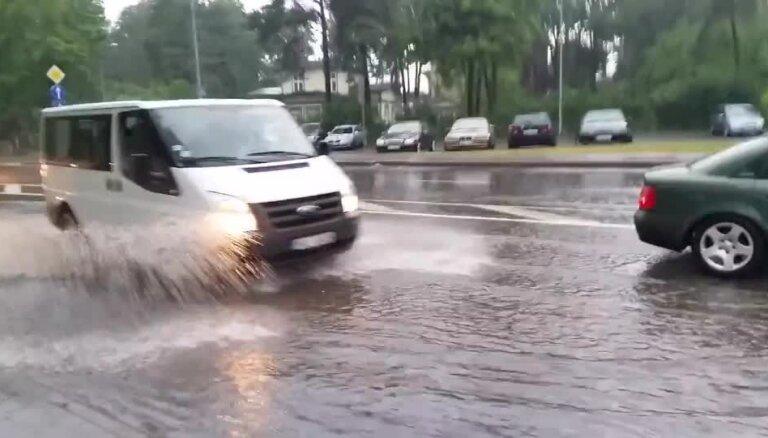 Video: Negaiss izraisa plūdus Jūrmalā