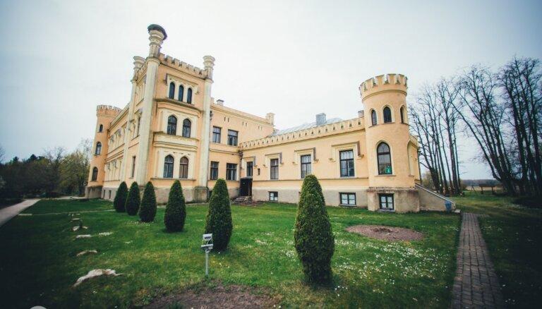ФОТО. Жемчужина Селии – Гарсенский замок с Синей дамой