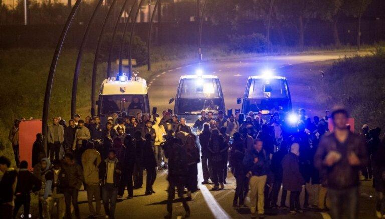 Из-за мигрантов снова закрыт туннель под Ла-Маншем
